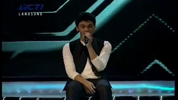 MIKHA - I WON'T GIVE UP (Jason Mraz) - GALA SHOW 7 - X Factor Indonesia 5 April 2013.mp4_000046120