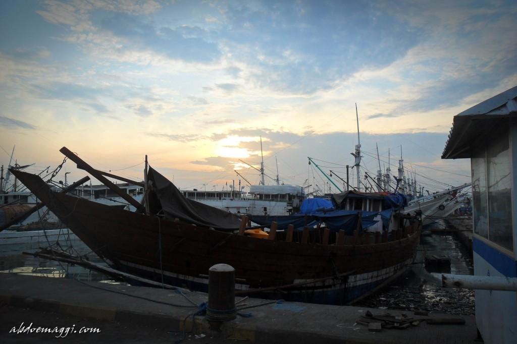 Menyapa Mentari Di Pelabuhan Gresik