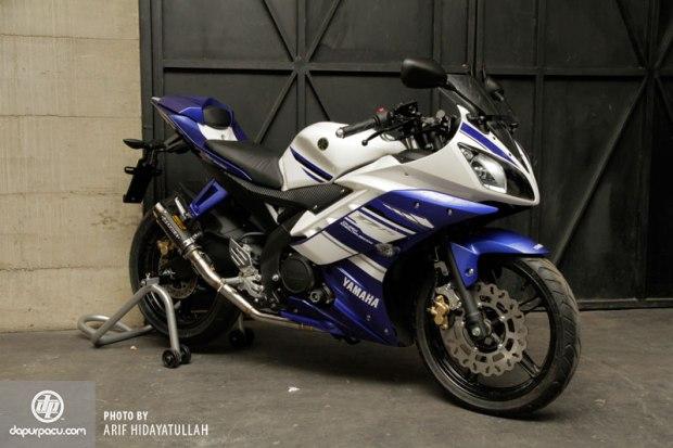 Yamaha_R15_023