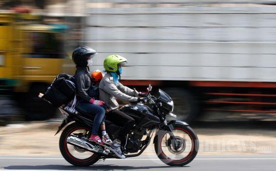 20120816_Mudik_Motor_di_Jalan_Wates_2894