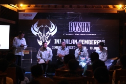 Management PT Yamaha Indonesia Motor Manufacturing saat press conference All New Byson Fuel Injection di Jakarta